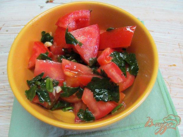 Шаг 4 из 6 добавить помидоры нарезанные дольками.
