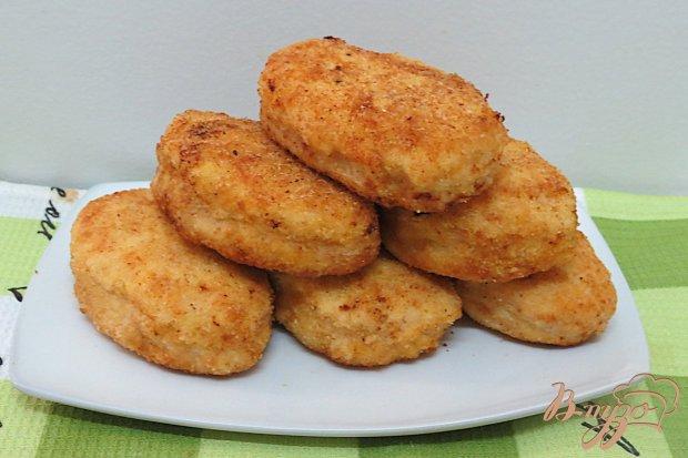 Котлеты из курицы универсальны – их можно приготовить по интересным рецептам с добавлением всевозможных ингредиентов.