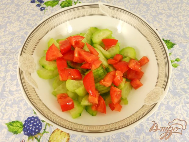 Быстрый салат с маринованными огурцами