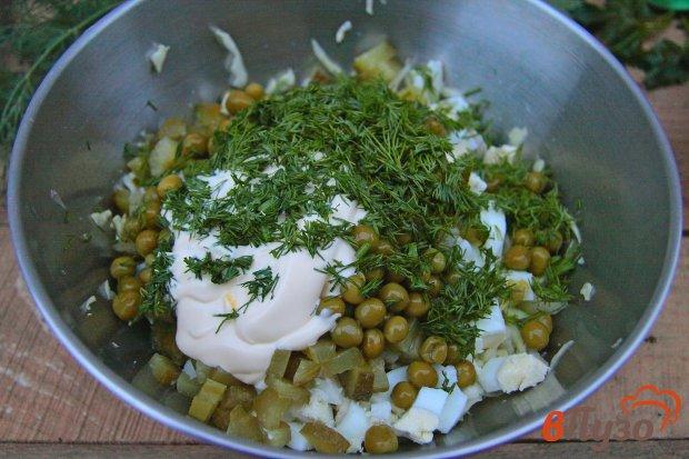 Салат с солеными огурцами и горошком